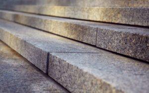 מדרגות אבן לגינה