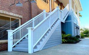 מדרגות חוץ לבית פרטי במגוון שיטות בניה